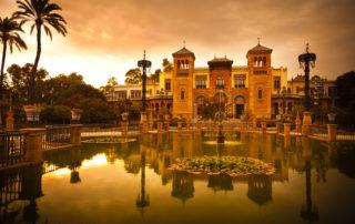 Paseando por Sevilla al atardecer